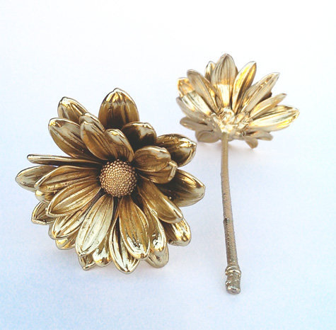 Real Daisies Preserved In Gold Or Silver